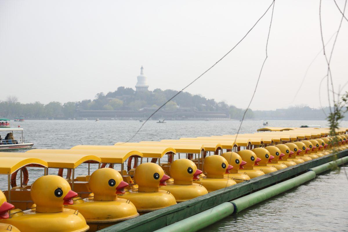 北京の北海公園のアヒルボート