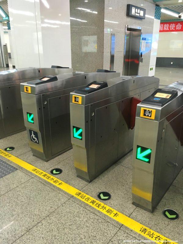 北京の地下鉄の改札入り口