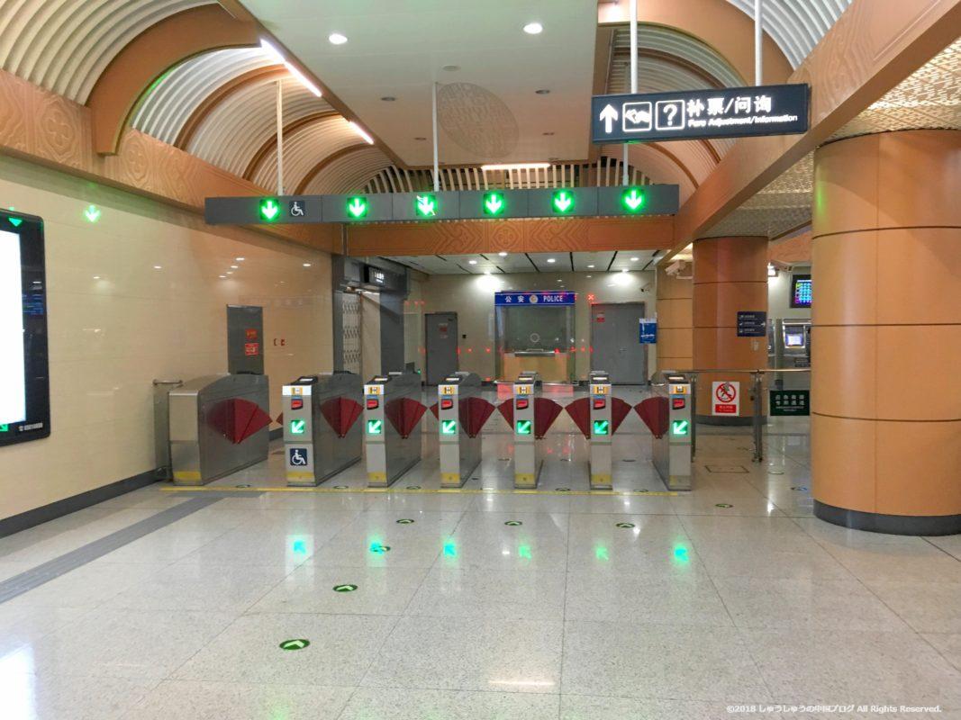 北京の地下鉄の改札出口