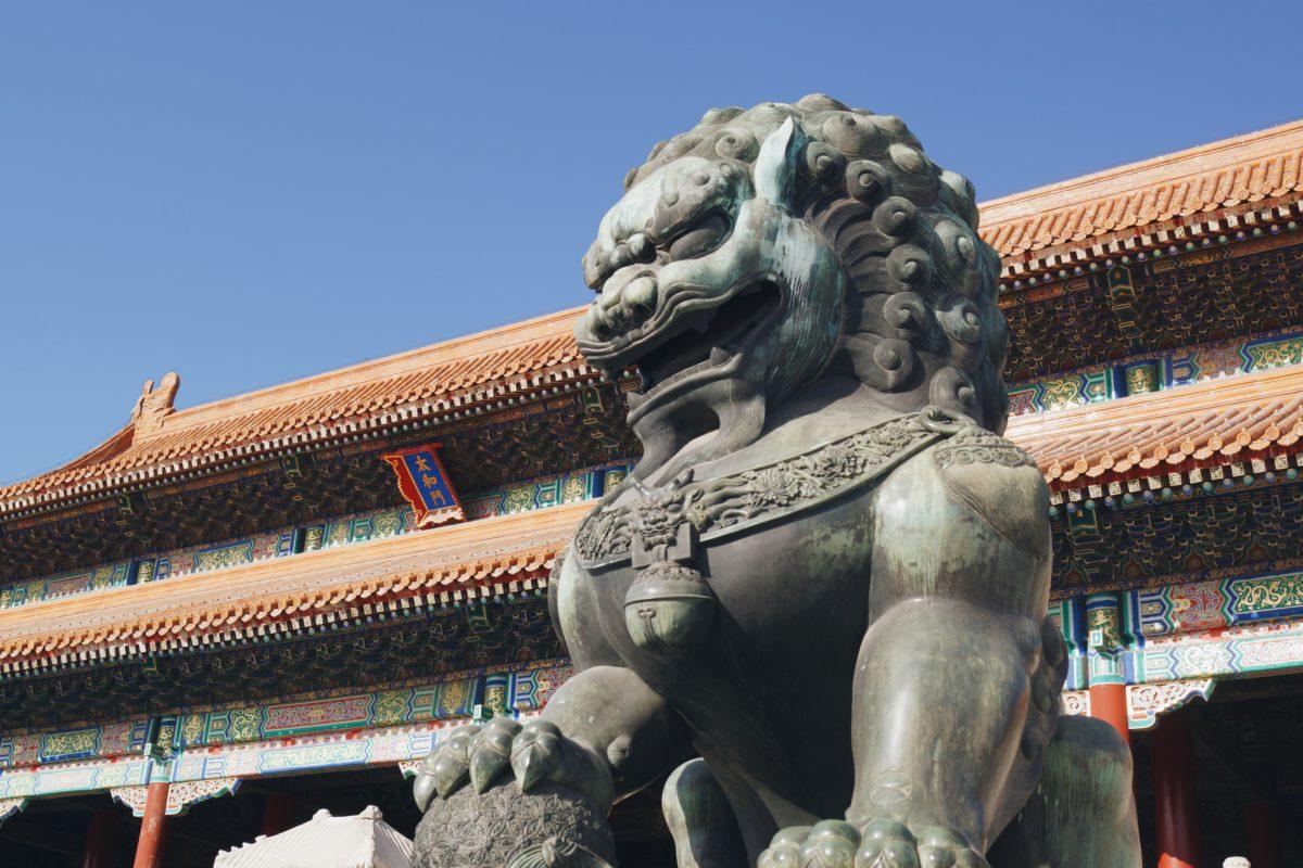 北京の故宮の太和殿の獅子像