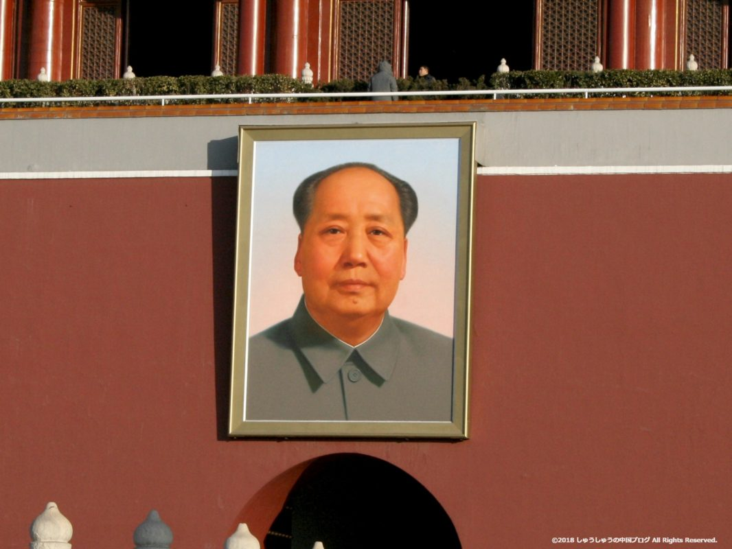 天安門広場の毛沢東主席の肖像画拡大