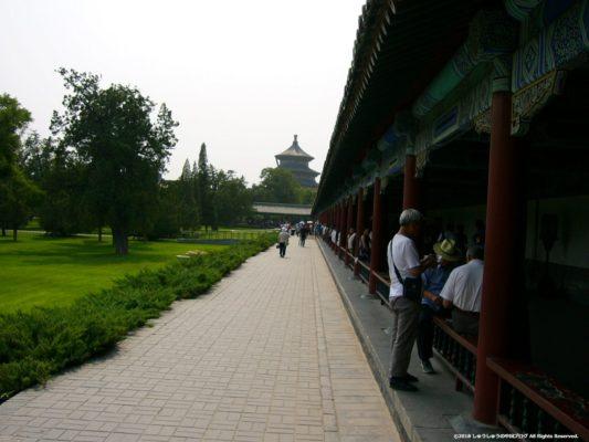 北京の天壇の七十二長廊から見る祈年殿