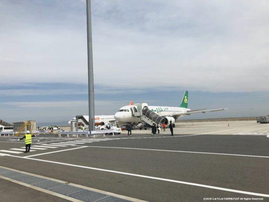 春秋航空の飛行機(遠景)