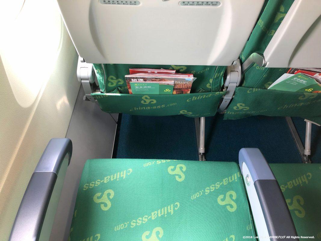春秋航空の機内の座席