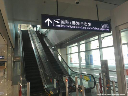 大連空港のエスカレーター