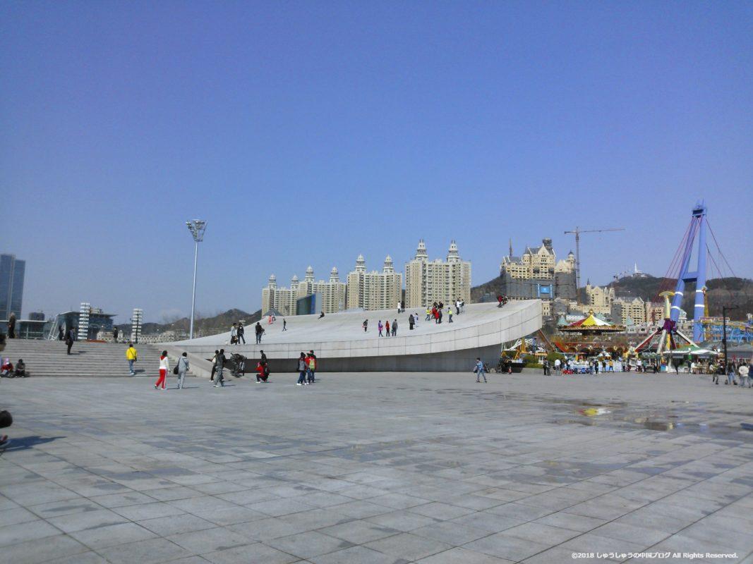 大連の星海広場の百周年記念彫刻