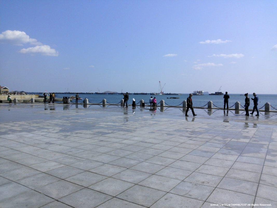 大連の星海広場の海