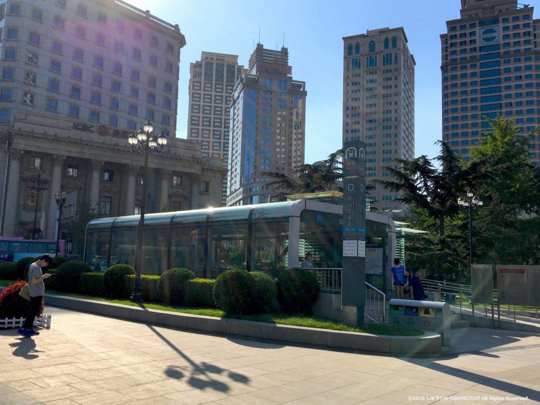 大連中山広場の地下鉄の入り口