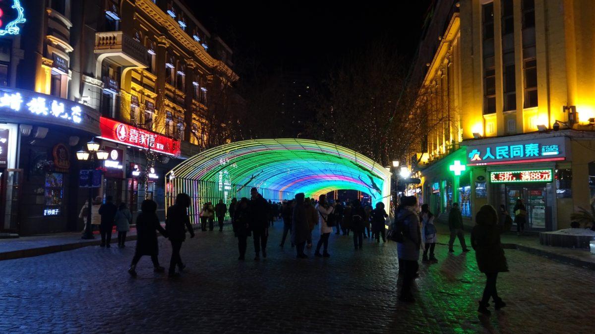 ライトのトンネル