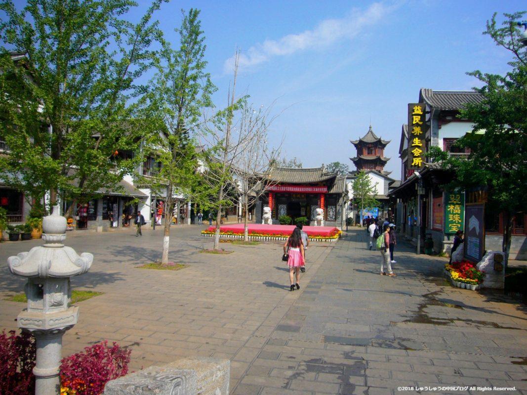 雲南民族村の入り口を入ったところ