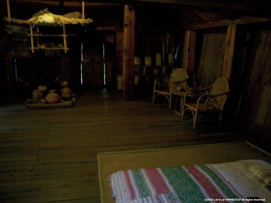 雲南民族村のタイ族の居室