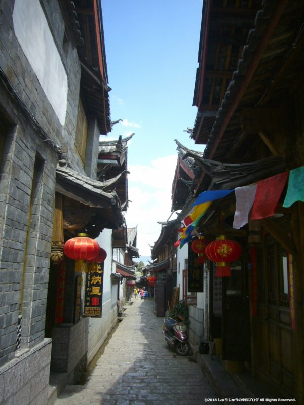 麗江古城のすごく狭い路地