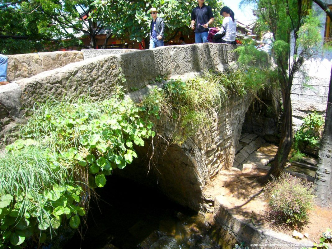 麗江古城の大石橋