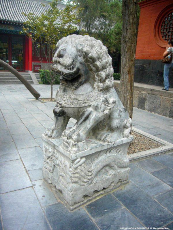 白馬寺の獅子像
