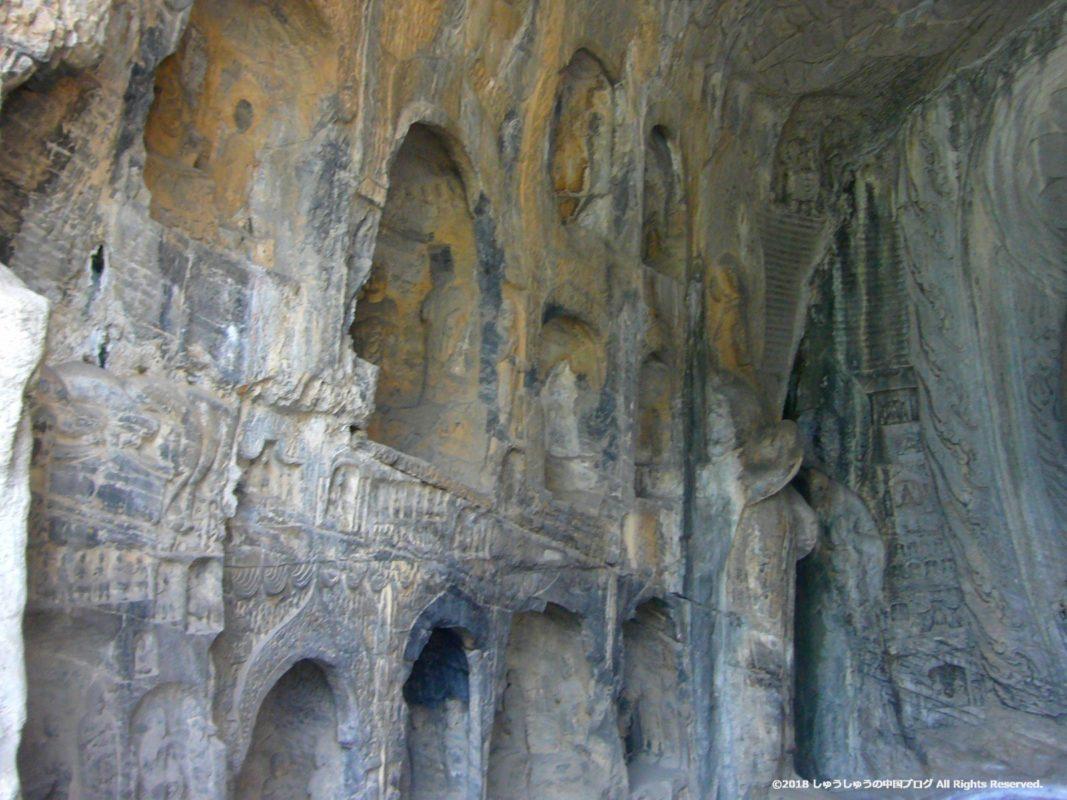 洛陽龍門石窟の蓮花洞の左の壁