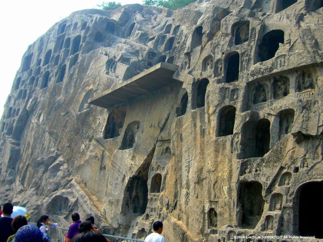 洛陽龍門石窟の上部の小さな石窟その1