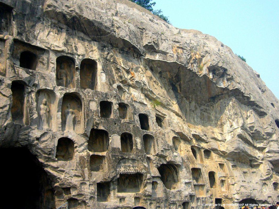 洛陽龍門石窟の小さな石窟その2