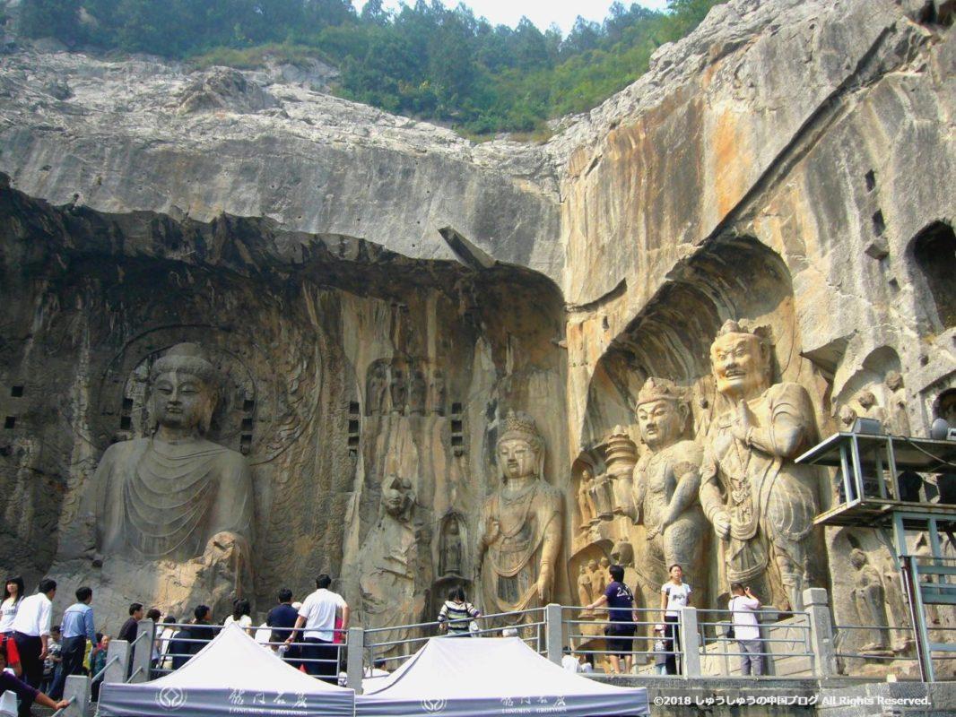 洛陽龍門石窟の奉先寺右側
