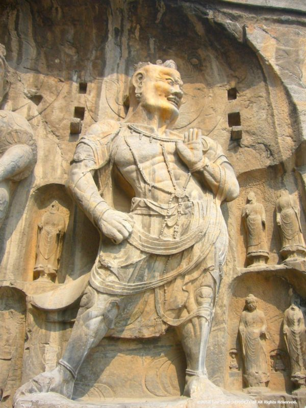 洛陽龍門石窟の奉先寺の右側の守衛
