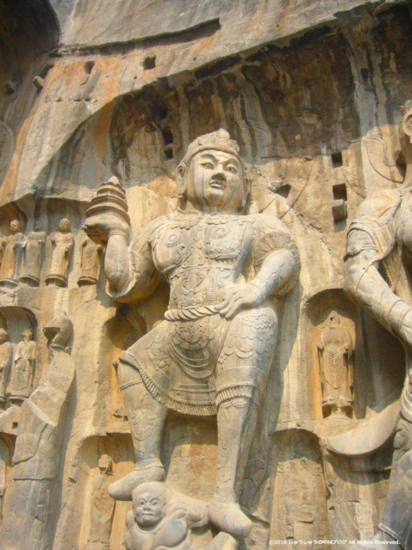 洛陽龍門石窟奉先寺の右側の像その2