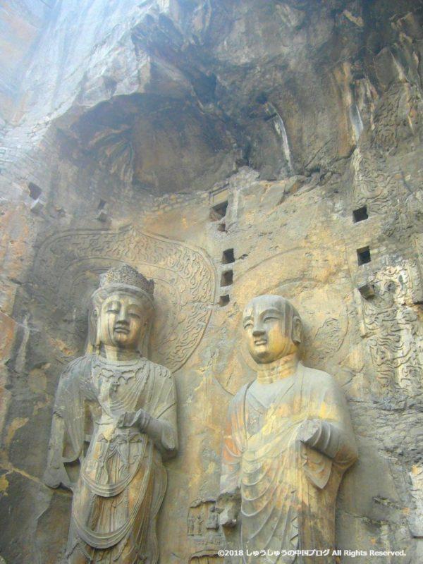 洛陽龍門石窟の奉先寺の左側の像その2