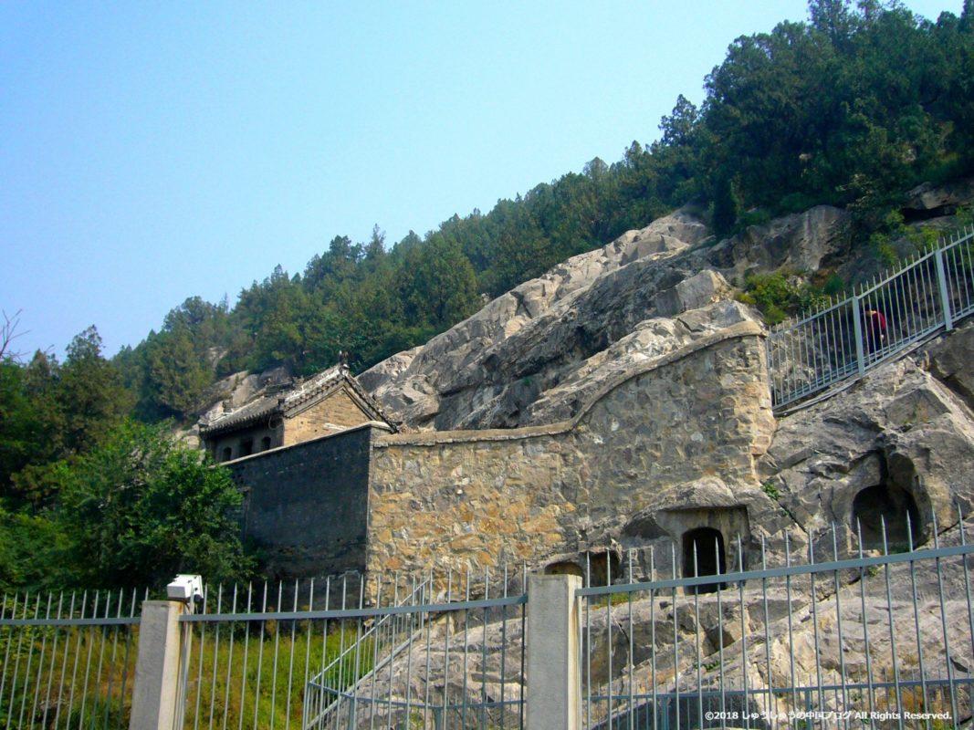 洛陽龍門石窟の東山石窟