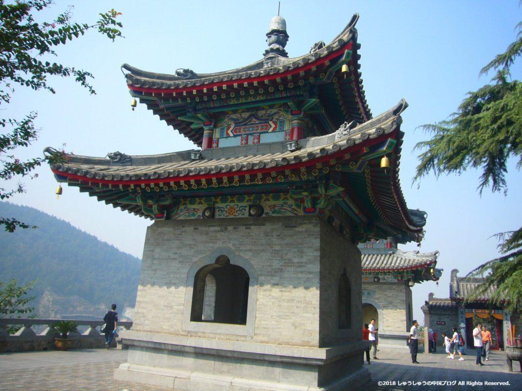 洛陽龍門石窟の香山寺の鐘楼