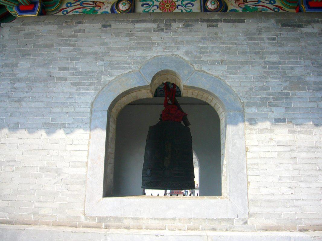 洛陽龍門石窟の香山寺の鐘楼の鐘