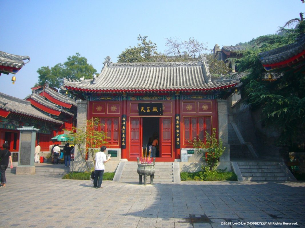 洛陽龍門石窟の香山寺の天王殿