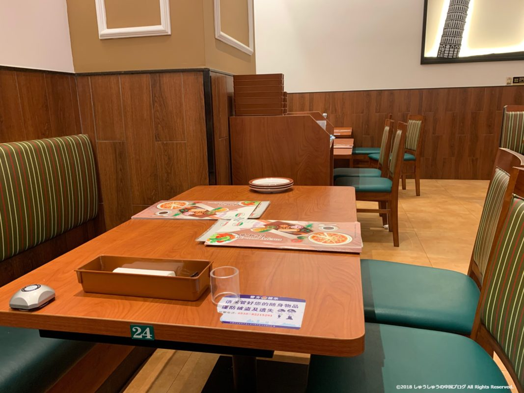 中国のサイゼリヤのテーブル席