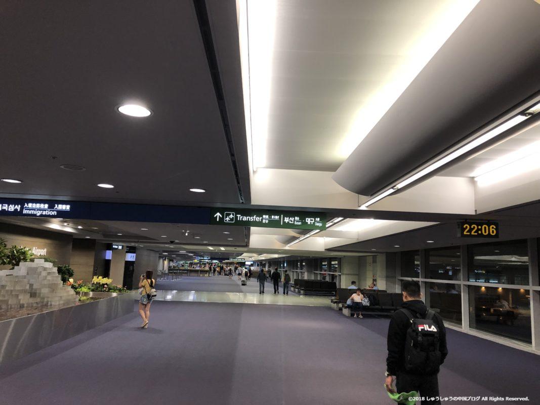 ソウル仁川国際空港の到着時の通路