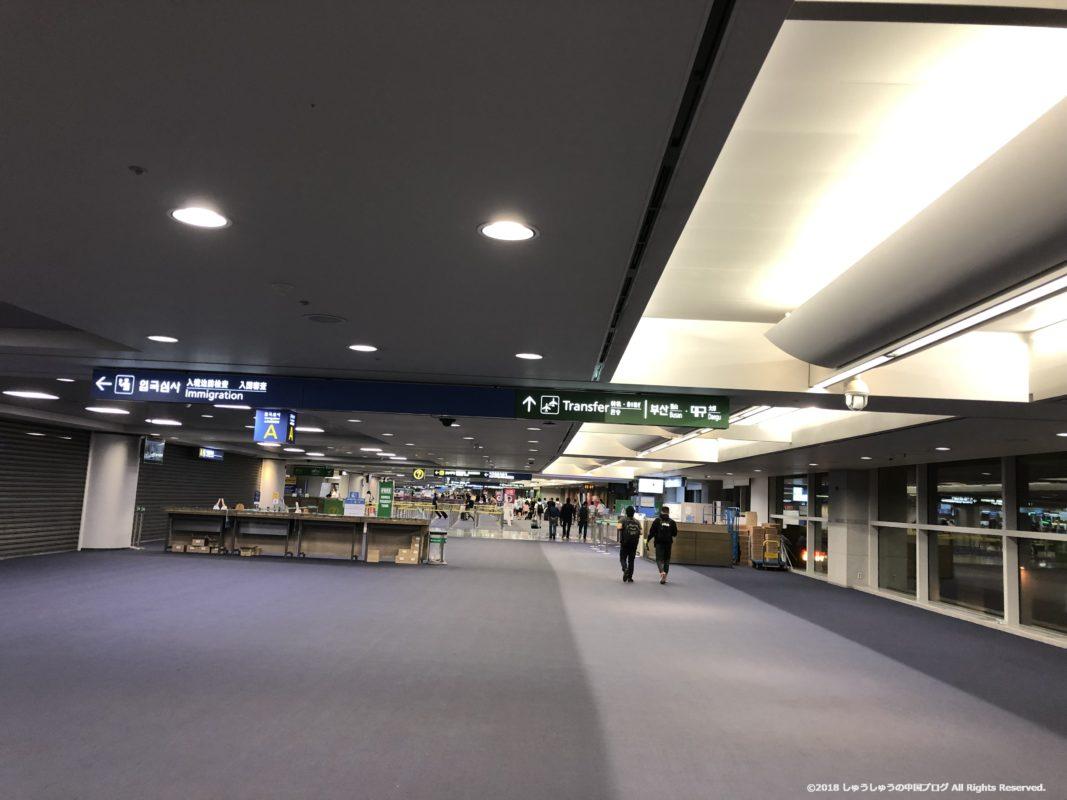 ソウル仁川国際空港の到着後の通路