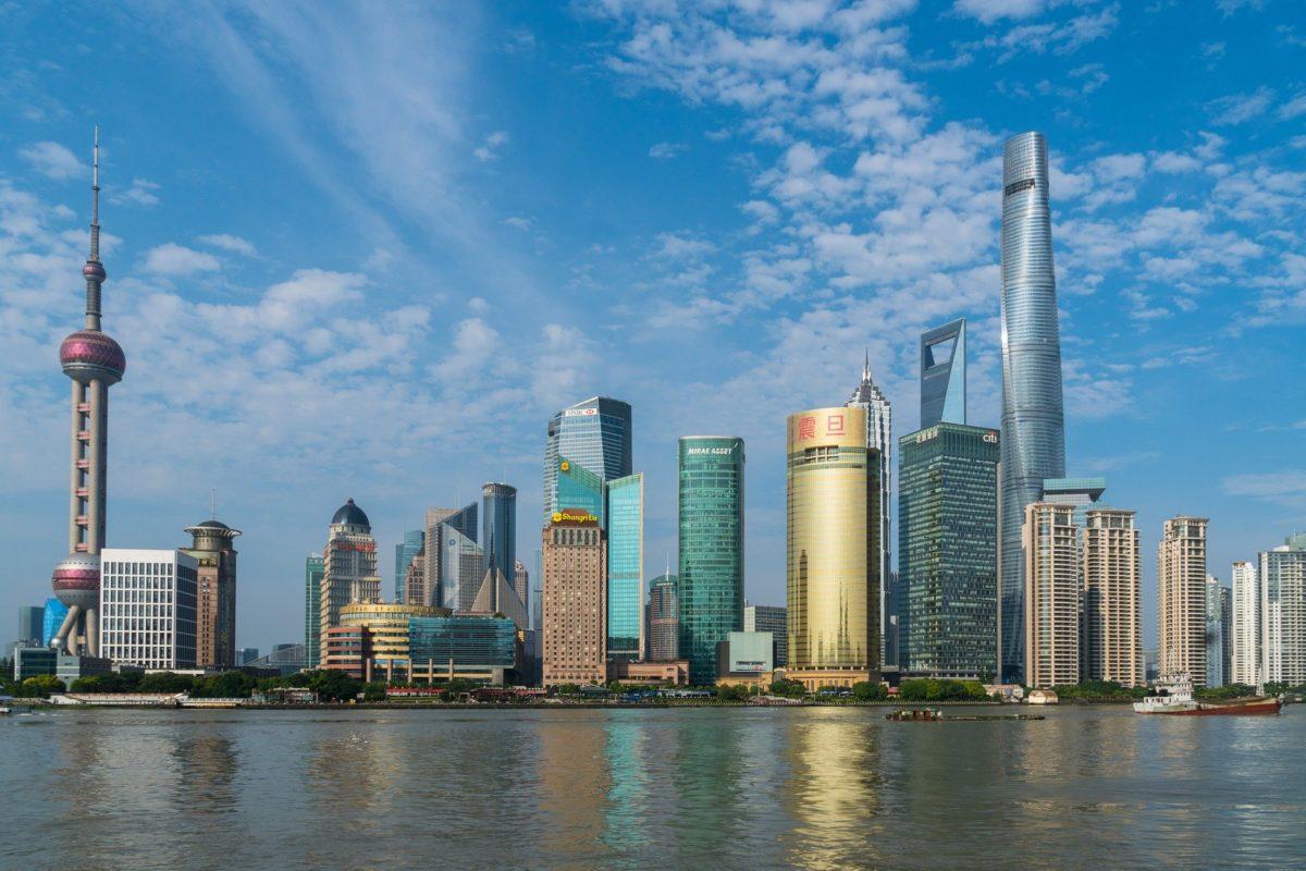 上海の外灘から見た陸家嘴の高層ビル群