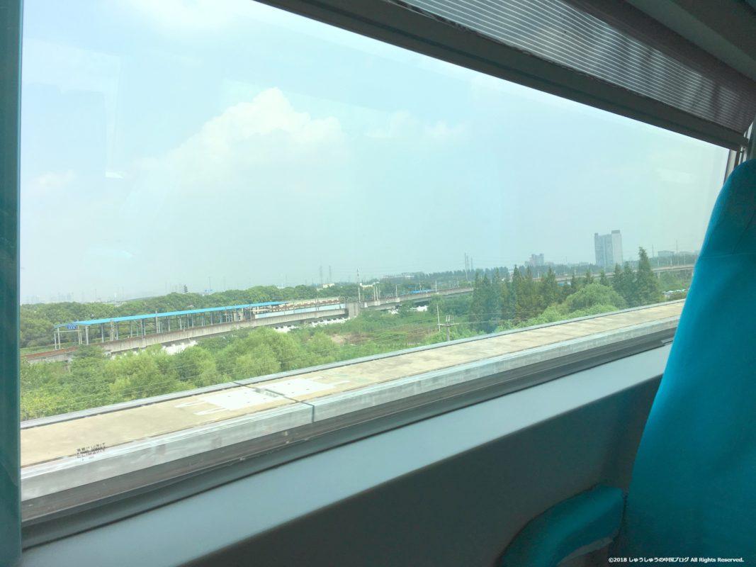 上海リニアモーターカーの車窓