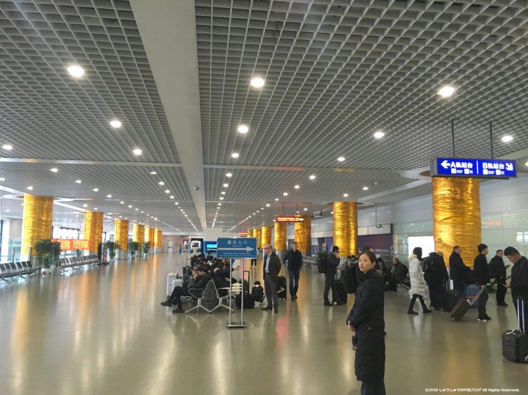 上海リニアの上海空港駅の待合ホール
