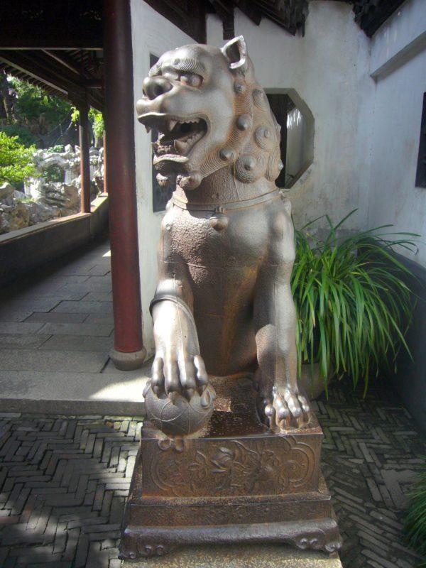 上海豫園の元代鉄獅の雄