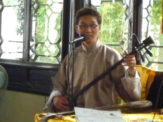 蘇州の拙政園の中国楽器演奏(三弦)