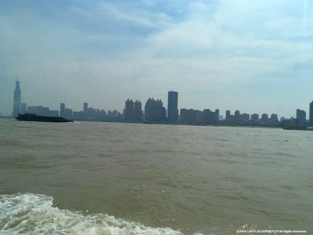 武漢の渡し船(水上バス)から見る長江