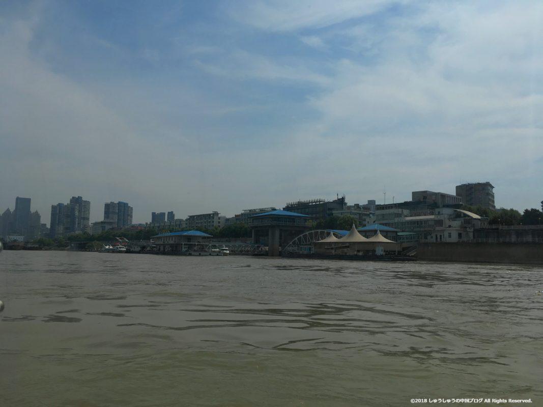 武漢の渡し船(水上バス)の武昌側のターミナル