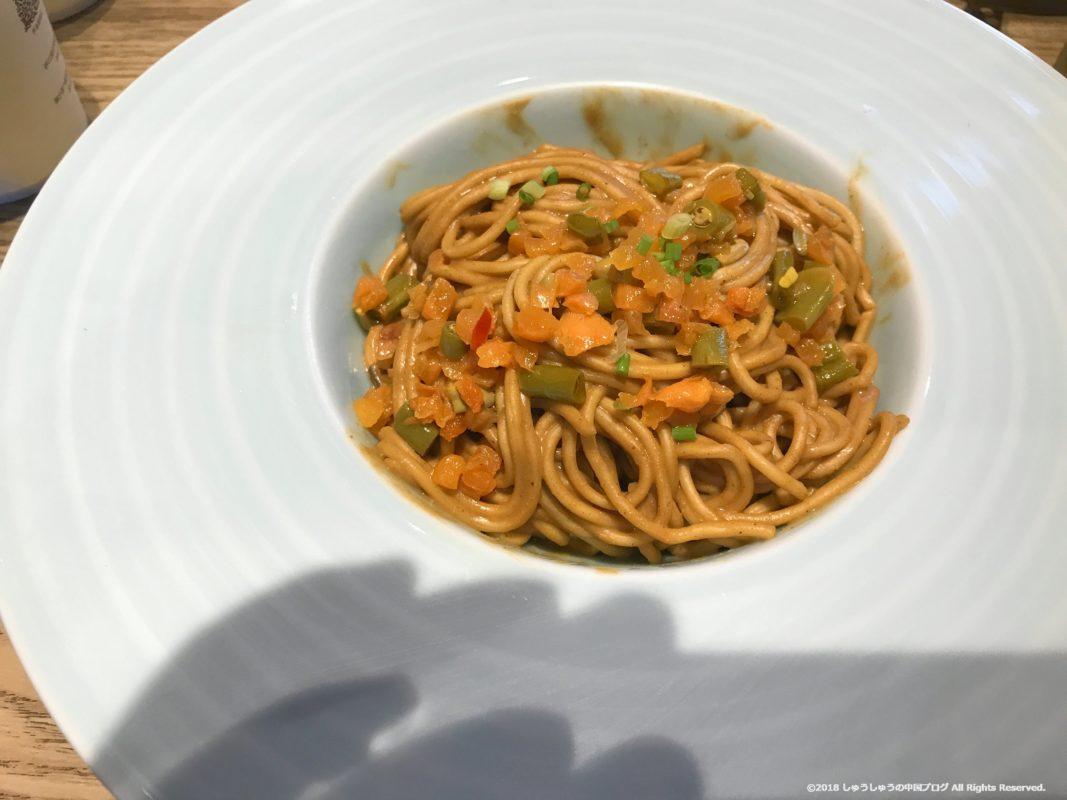 武漢の湖北料理店の熱乾麺