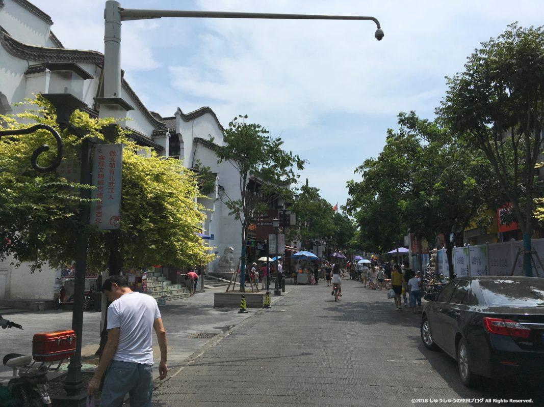 武漢の戸部巷に続く民主路