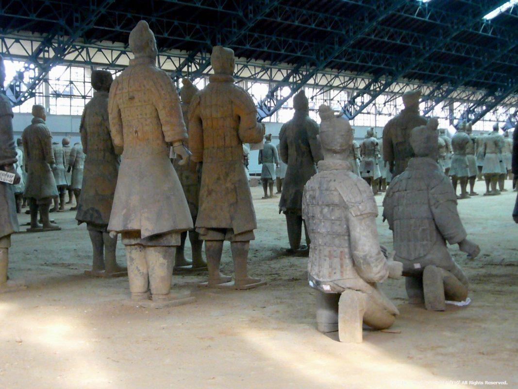 秦始皇兵馬俑博物館1号坑で発掘された兵馬俑後方