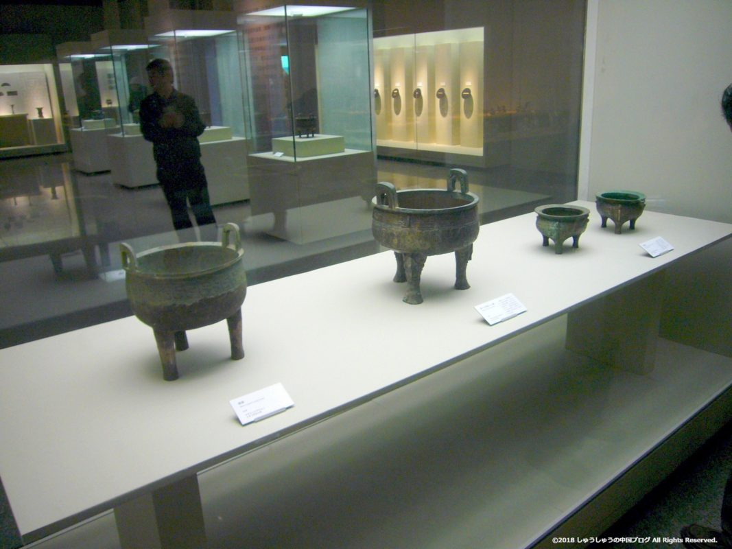 兵馬俑の銅器などの展示
