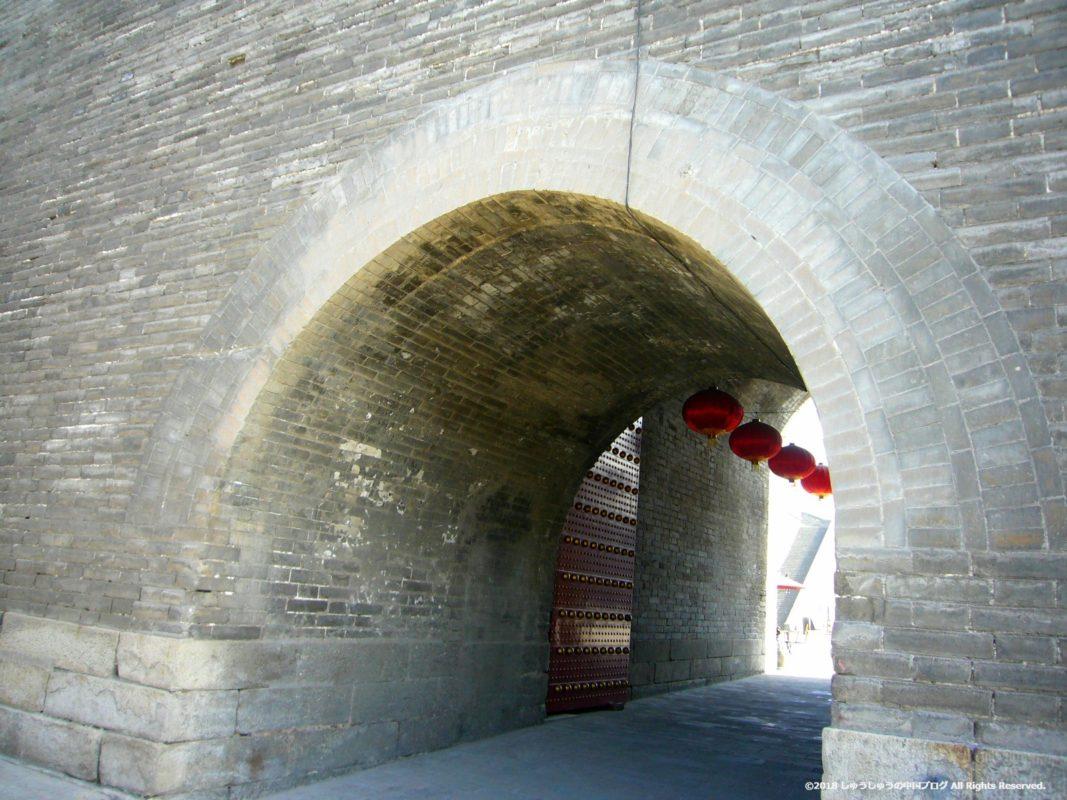 西安城壁の内側に入る通路