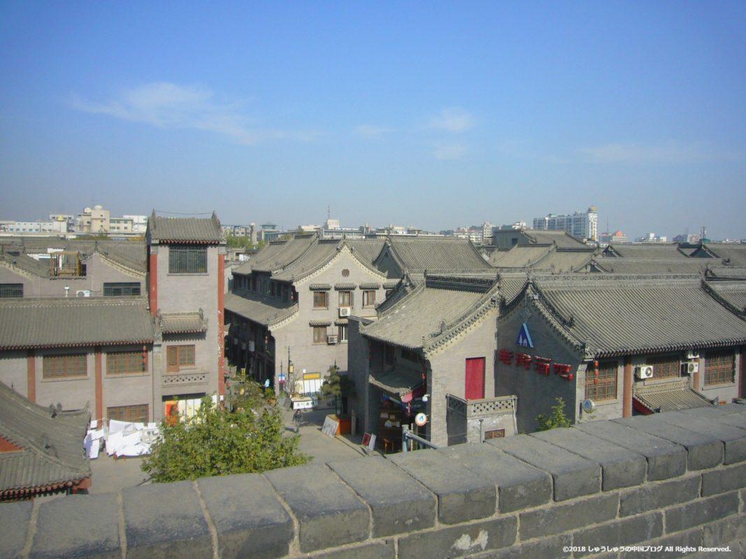 西安城壁の上から見る西安の街なみ