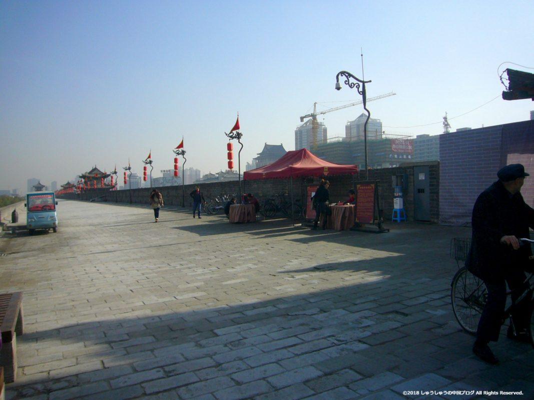 西安城壁の上の自転車レンタル