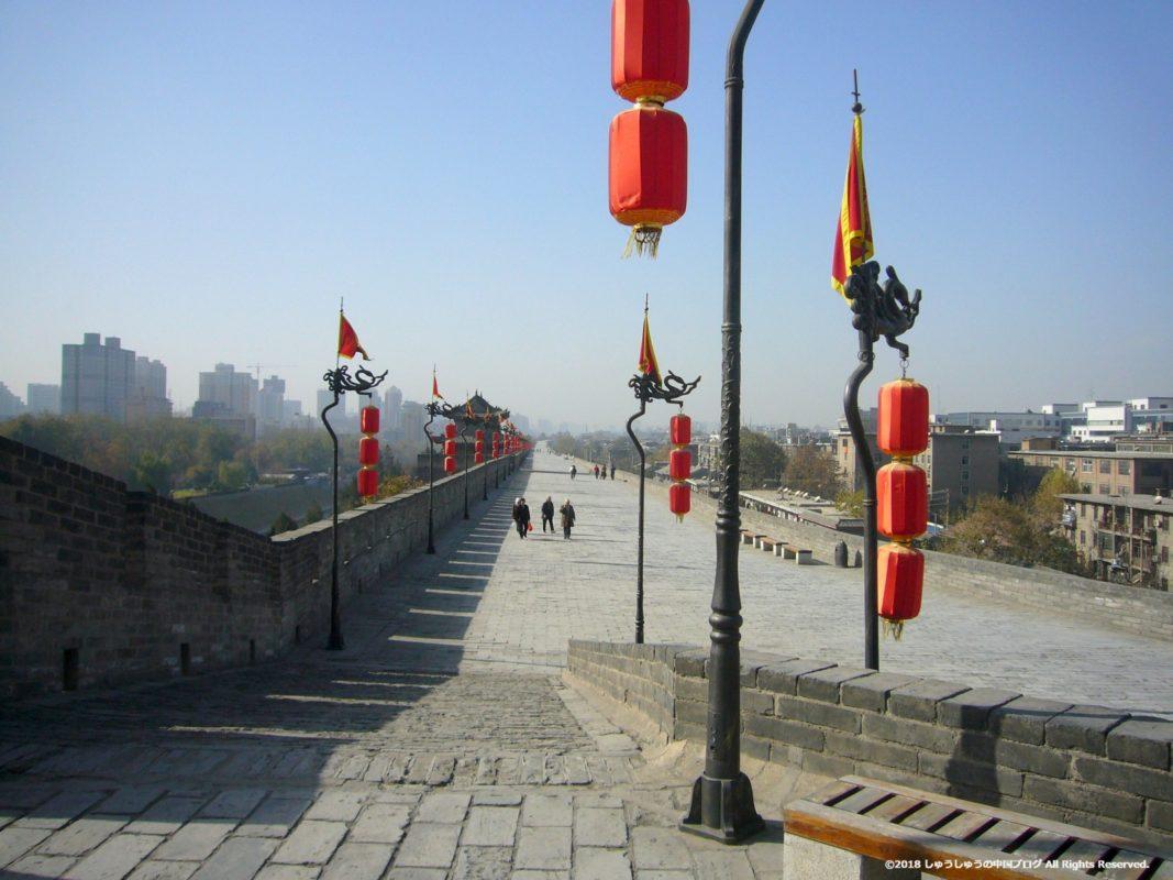 西安城壁の東南の角から西側を見る