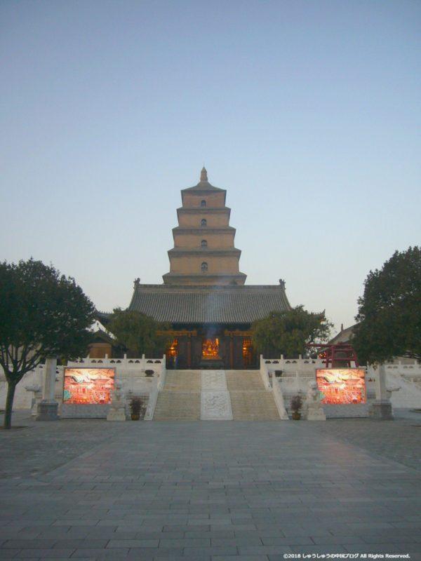 西安の大雁塔の夕暮れ