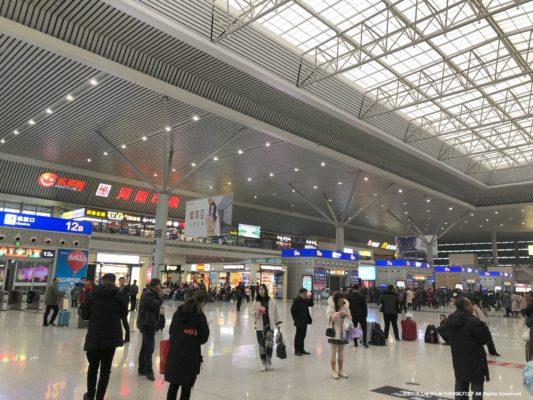 鄭州東駅の出発ロビー