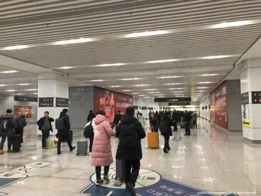 新鄭空港駅の出口に向かうその3